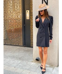 שמלה מחוייטת כפתורים